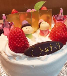 ひなまつりケーキ(イチゴサンドの生クリーム)