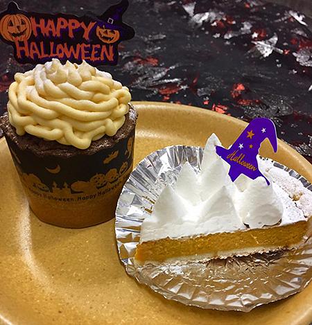「ハロウィンカップケーキ」¥270(税込)、「かぼちゃのタルト」¥324(税込)