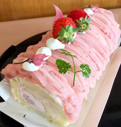 桜ロールケーキ